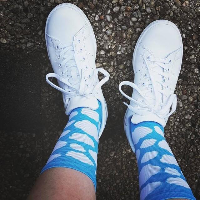 💙 Sockdoping all the way 👊 #kitfitnl #tenspeedhero #socks #sockdoping #sockswag #kitspiration #cyclingapparel #cycling #mtb #wielrennen #summer #summerkit  #newsocks #cyclingkit #outsideisfree #bikeride #bikelife #wymtm #bedifferent #addidas #stansmith #cyclingsocks #instacycling #colors #roadslikethese #kitdoping #newkitday