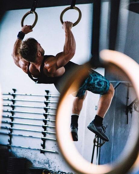 ▪️⏺️A G A I N S T  G R A V I T Y⏺️▪️ #ReebokGreece #BeMoreHuman #CrossFit #muscles #muscleup #fitnessmotivation #gymnast #fitforlife 📷 by @alexvanduzen